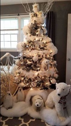 100 White Christmas Decor Ideas Which are Effortlessly Elegant & Luxurious - Hike n Dip Here are best White Christmas Decor ideas. From White Christmas Tree decor to Table top trees to Alternative trees to Christmas home decor in White & Silver Christmas Tree Inspiration, Christmas Tree Themes, Noel Christmas, Xmas Decorations, Christmas Crafts, Penguin Christmas Decorations, Christmas 2019, Silver Christmas, Christmas Vacation