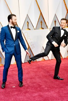 Jeremy Renner Photos - Actors Chris Evans (L) and Jeremy Renner attend the Annual Academy Awards at Hollywood & Highland Center on February 2017 in Hollywood, California. Marvel Photo, Marvel Jokes, Marvel Actors, Marvel Funny, Marvel Avengers, Steve Rogers, Chris Evans, Captain America, Avengers Cast