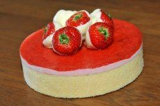 Aarbeientaart met witte chocolade Bakery, Desserts, Food, Tailgate Desserts, Deserts, Eten, Bakery Business, Postres, Dessert