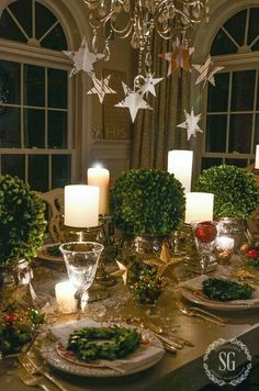 Christmas Tablescape with Battery-Operated Lights Christmas Table Settings, Christmas Tablescapes, Christmas Table Decorations, Holiday Tables, Christmas Dinner Tables, Christmas Candles, Thanksgiving Table, Christmas Chandelier Decor, Christmas Cocktail Party