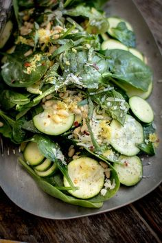 Low Carb Recipes To The Prism Weight Reduction Program Easy Zucchini Carpaccio With Spinach And Basil Salad By Beardandbonnet On Healthy Salad Recipes, Vegetarian Recipes, Cooking Recipes, Zucchini Zoodles, Zuchinni Salad, Clean Eating, Healthy Eating, Pasta, Side Dish Recipes