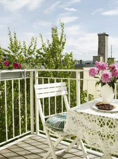 Ny balkong på gammel bygård - Bolig Porch Swing, Outdoor Furniture, Outdoor Decor, Home Decor, Decoration Home, Room Decor, Porch Swings, Home Interior Design, Backyard Furniture