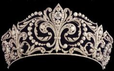 Tiara of fleurs-de-lys made by Ansorena of Madrid in 1906. It was a wedding gift from King Alphonso XIII for Queen Victoria Eugenia of Spain. She was the daughter of Princess Beatrice and Prince Henry of Battenberg and so a granddaughter of Queen Victoria. She wore it at her wedding. Still in the Spanish Royal family today.