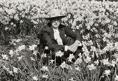 Cecil Beaton self portrait Famous Photographers, Portrait Photographers, Portraits, Jane Bown, English Fashion, Cecil Beaton, Shades Of Turquoise, In Hollywood, Fashion Photography