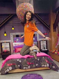 """Nick's popular tween t. show, """" iCarly """", stars Miranda Cosgrove as Carly, as the star of her own Internet t. show (I know, it's a show. Miranda Cosgrove Icarly, Drake And Josh, Icarly Bedroom, Disney Channel, Icarly Carly, Sam E Cat, Icarly And Victorious, Victorious Nickelodeon, Bedrooms"""