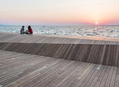 defined by layers of cascading wood surfaces, the two interventions aesthetically reference each other, forming a favorite public attraction in karşıyaka.