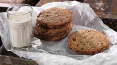 Oppskrift på Cookies fra Bakeriet i Lom Brownie Cookies, Glass Of Milk, Muffin, Breakfast, Desserts, Food, Dinners, Breakfast Cafe, Tailgate Desserts
