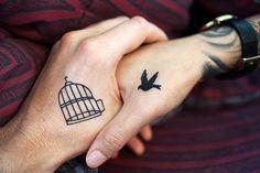 Manos con tatuaje