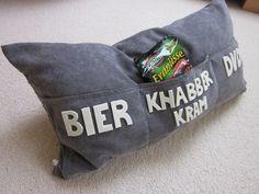 """Geschenkidee: Kissen mit Taschen """"Männerglück"""" // pillow by aller-hand via DaWanda.com / 48€"""