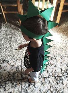 Crazy Hat Day, Crazy Hats, Silly Hats, Funny Hats, Cardboard Crafts Kids, Godzilla Birthday, Spider Crafts, Dinosaur Crafts, Barbie Party