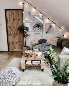 17 Cozy Small Living Rooms That Will Make You Want to Hibernate All Winter Long . - 17 Cozy Small Living Rooms That Will Make You Want to Hibernate All Winter Long – House Home Hub - Sofa Hudson, Cozy Apartment Decor, Small Cozy Apartment, Living Room Apartment, Cozy Studio Apartment, Apartment Design, Apartment Therapy, Diy Home Decor Rustic, Home Decoration