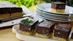 Ať se snažím sebevíc, dezerty od babičky jsou stejně vždy nejlepší. Recept na tenhle retro zákusek mám od tchyně. Sopravdovým nugátem má společnou snad jenom barvu, chutná trochu jako vosí hnízda aděti ho milují. Cheesecake, Pudding, Treats, Retro, Sweet, Desserts, Food, Cakes, Sweet Like Candy