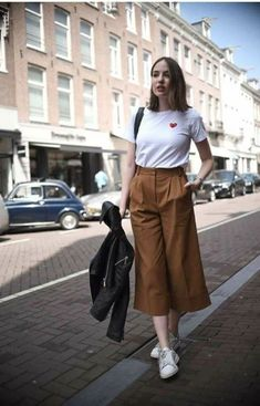 Minimalist style clothing for summer 9 Korean Outfits, Trendy Outfits, Summer Outfits, Cute Outfits, Fashion Outfits, Fashion Fashion, Square Pants Outfit Casual, Square Pants Ootd, Culottes Outfit