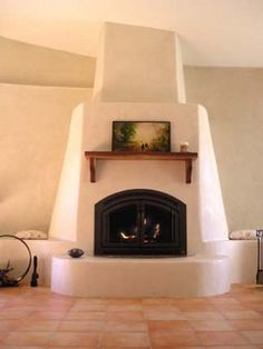Straw bale kiva fireplace-my Arizona house needs this one! Adobe Fireplace, Fireplace Design, Fireplace Ideas, Southwestern Home, Southwest Style, Adobe Haus, Tadelakt, Hacienda Style, Earth Homes
