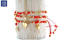 """Turca """"Amor"""", tejida en hilo chino rojo con nudo corredizo, cadeneta de corazones, corazón y balines bañados en oro; cristal Swarovski rojo o blanco. Este diseño de Mapi lo puedes pedir como MP026 en info@lasturcas.com"""