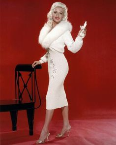 Actress Jayne Mansfield has always been somewhat compared to Marilyn Monroe throughout Hollywood history Hollywood Vintage, Old Hollywood Glamour, Hollywood Stars, Classic Hollywood, Glamour Vintage, Glamour Hollywoodien, Jayne Mansfield, Estilo Marilyn Monroe, Marilyn Monroe Outfits