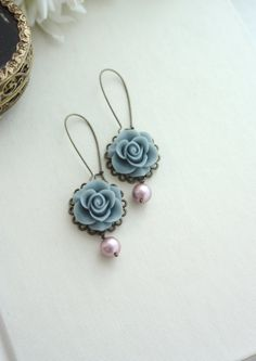 ♥´¨) ¸.•´ ¸.•*´¨) (¸.•´ ♥ ~Lovely grey rose resin flowers complemented with powdery matte pink pearls. They dangle beneath antiqued brass kidney ear wires. Roses measure about 22mm. Earwires measure 32mm. Total length of the earrings is about 3 inches. :: For beautiful and romantic hair