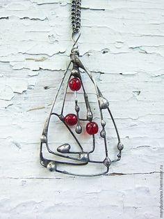 Купить Подвеска с красным стеклом. - красный, подвеска на цепочке, кулон на цепочке, стекло, крупный кулон