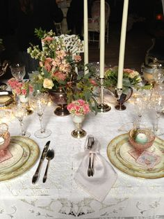 Vintage Table Settings | via erasistable vintage rentals styling