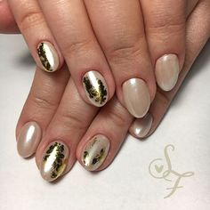 Golden foil nails and pearl beige, tender and magnificent 👸🏼💛 ⠀⠀⠀⠀⠀⠀⠀⠀⠀ ⠀⠀⠀⠀⠀⠀⠀⠀⠀ ⠀⠀⠀⠀⠀⠀⠀⠀⠀ Golden Nails, Foil Nails, Manicure, Gemstone Rings, Beige, Pearls, Gemstones, Instagram, Ideas