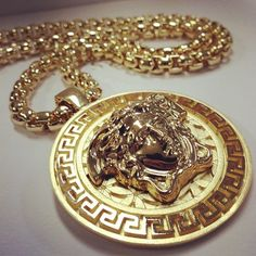 VERSACE - MEDUSA PENDANT GOLD CHAIN.