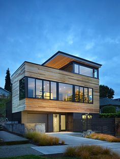Location: Seattle, Washington - This new 2,500 square foot house is designed to maximize panoramic views of Lake Washington and the Cascade Mountain Range.