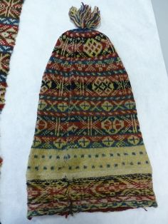 from Jen's excellent post - 19th cent. Fair Isle hat...the patterns don't match up - hooray for folk knitting!