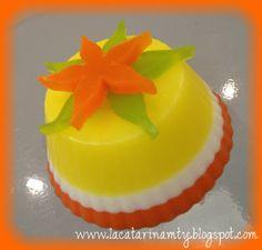 Jabones Decorativos Jelly Soap, Cupcake Soap, Cold Process Soap, Diy Table, Soap Making, Bubbles, Shapes, Desserts, Centerpieces