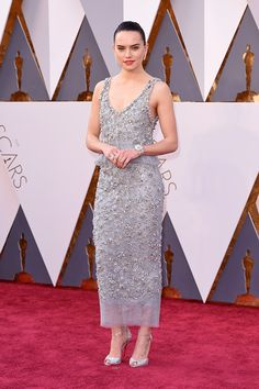 Daisy Ridley channeled '20s flapper style at the 2016 Oscars in a beaded dress.