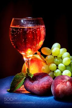 glass of cider on with peaches and grapes Wine Photography, Still Life Photography, Realistic Paintings, Colorful Paintings, Black Canvas Paintings, Painting Courses, Wine Painting, Still Life Images, Olive Oil Bottles