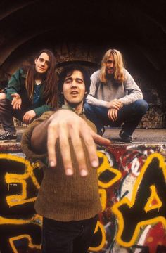 krist and his long fingers. so cute.