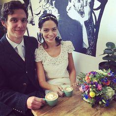 A bride and groom brightening up the cafe on Saturday... Guess it was a flat white wedding! @artisanroastcoffeeroasters #coffee #specialitycoffee #latteart #cafe #stockbridge #edinburgh #artisanroast #wedding #weddingdress #bride #weddingday