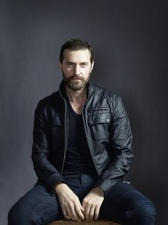 This pose radiates sexiness.  Richard Armitage