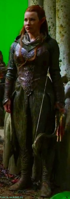 """Tauriel """"Spider Dress"""". Olive green gown, leather bodice, bracers and boots. She also threw on a scarf e a detachable hood."""
