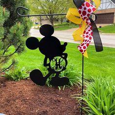 Garden Flag Stand, Garden Flags, Disney Address, Disney Garden, Disney Snowglobes, Harry Potter Background, Disney Home Decor, Metal Crafts, Wood Crafts
