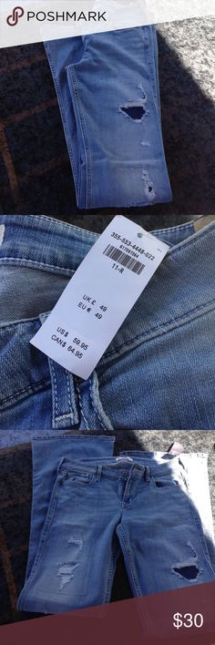 Nwt hollister jeans NWT hollister jeans! Has cute design patches on the legs! Wide leg! Size 30/33! Thanks I'm a smoker Hollister Jeans Flare & Wide Leg