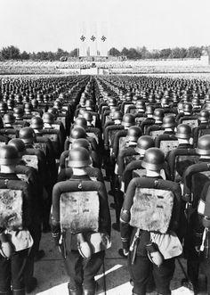 Ww2 History, History Photos, World History, Military History, World War Ii, German Soldiers Ww2, German Army, Nazi Propaganda, Nuremberg Rally