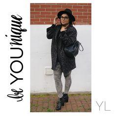 Rainy Day Outfit ☔️ #alwaysgrateful #blogger #fblogger #bblogger #mtlblogger #canadianblogger #youtuber #youtubeblogger #modemtl #ootdmtl #fashionlover #fashionoutfits #fashionmarketer  #bloggingthestreets #bloggersfromallaroundtheworld #lovebeinginlove #paquellorarpaque #streetstyle #montreal #vlogger #ootd