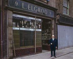Spectacular Photos of London's Lost East End In Kodachrome - Flashbak London Now, East End London, London Life, Old London, London Street, London History, Tudor History, British History, Local History