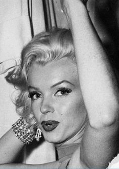 She is beatyful! Marylin Monroe, Marilyn Monroe Quotes, Hollywood Glamour, Classic Hollywood, Old Hollywood, Marlene Dietrich, Brigitte Bardot, Greta, Norma Jeane