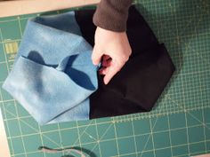 CUELLOS CALENTITOS y Reversibles | Jardín de Evita Polaroid, Sewing Lessons, Quilts, Diy, Vestidos, Beanie Babies, Sewing Studio, Diy Tutorial, Toddler Sewing Patterns