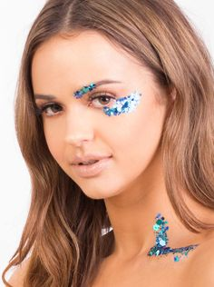 ✮ KARIZMA cosmetic glitters are your secret formula to release your superstar glow. Dance, laugh, love and shine your inner light. Inspired by working closely with celebrities and music artists on tours, magazine photoshoots and music videos. Mermaid Lagoon is an aura of metallic and holographic blues, inspired by glistening mermaid scales. Our glitters are made with high intensity pigment and extra chunky pieces. You will receive a 10 ml pot with 5 g of cosmetic glitter. ✮ STYLING Wear t...