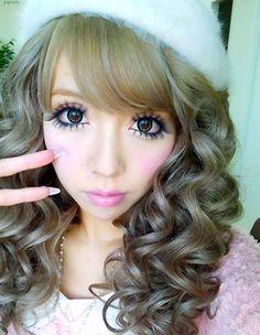 Cute gyaru hair, nails and circle lenses