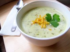 Een heerlijke orignele Italiaanse Selderij soep die ook voor vegetariërs gegeten kan worden. Deze soep is vooral zomers erg lekker en kan ook als maaltijdsoep gegeten worden. Ingredienten (4 porties) : 2 eetlepels olijfolie 1 middelgrote ui, gepeld in...
