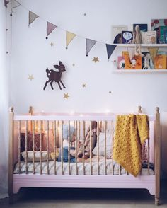Cute bedroom ideas for girl (baby, toddler, little girl & twin teenage girl).Cute painting and decoration for girls room. Kids Bedroom Designs, Cute Bedroom Ideas, Nursery Design, Baby Bedroom, Baby Room Decor, Nursery Decor, Nursery Banner, Nursery Ideas, Boy Nursery Colors