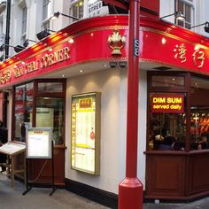 This chinese restaurant is the Wan Chai Corner. It is on the corner of Gerrard Street and Gerrard Place and a late night stop off point for us when in Chinatown Greater London, London Restaurants, Chinese Restaurant, Historical Architecture, Dim Sum, Fine Dining, Night Life, Corner, Chai