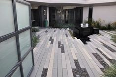 Improving Curb Appeal with Landscape Pavers. From plants to shrubs to choosing the right landscape pavers can be a challenge. Modern Patio, Modern Landscaping, Modern Courtyard, Courtyard Ideas, Contemporary Patio, Patio Interior, Home Interior, Modern Landscape Design, Landscape Architecture