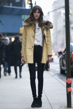 winter street style - more → http://fashiononlinepictures.blogspot.com/2013/06/winter-street-style.html
