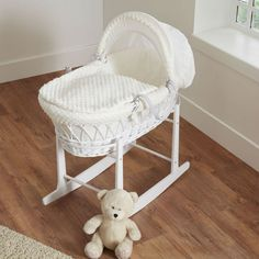 Cuddles Collection White Wicker Moses Basket Bundle (Dimple Cream)