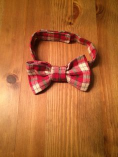 This adorable hipster baby bow tie is made of 100% cotton flannel in red and tan plaid print and is fully adjustable using hook and loop closure.